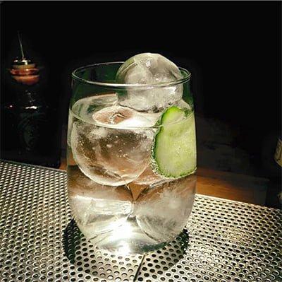 hielo para hacer coctels